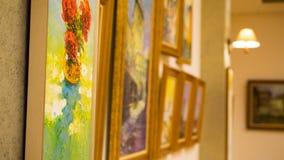 Sinaia Rumänien december konst i museum av kultur med colorfullmålningar arkivbilder