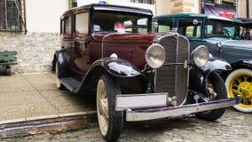 SINAIA RUMÄNIEN - JUNI 30, 2018: Pontiac sex modell 401 på klassisk bilutläggning Arkivbilder