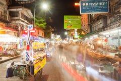 Sinais ao longo da estrada de Khao San Fotos de Stock Royalty Free
