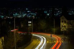 Sinais da cidade na noite fotografia de stock