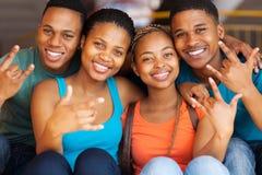 Sinais da mão das estudantes universitário Imagem de Stock