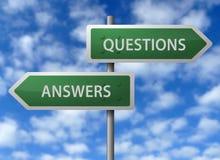 Sinais da resposta e da pergunta Fotos de Stock Royalty Free