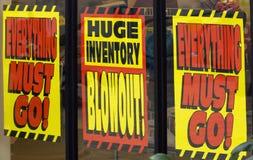 Sinais da venda da liquação Fotografia de Stock Royalty Free