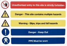Sinais de aviso da saúde e da segurança do terreno de construção Foto de Stock Royalty Free