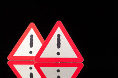 Sinais de aviso do perigo na mesa de vidro preta Imagens de Stock