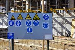 Sinais de aviso padrão na construção Foto de Stock Royalty Free
