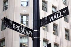 Sinais de Broadway e de Wall Street Fotos de Stock