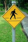 Sinais de estrada amarelos, sinais de tráfego na natureza Fotos de Stock