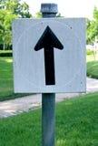 Sinais de estrada brancos, sinais de tráfego na natureza Imagens de Stock Royalty Free