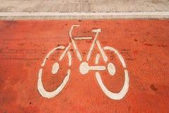 Sinais de estrada da bicicleta na estrada Imagem de Stock