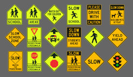 Sinais de estrada dos pedestres Fotografia de Stock