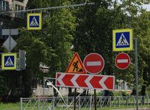 Sinais de estrada, rodeio Fotos de Stock Royalty Free