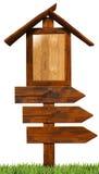 Sinais de madeira direcionais triplos Fotografia de Stock Royalty Free