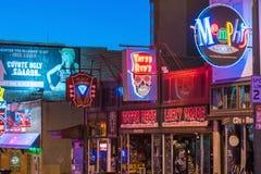 Sinais de néon na rua de Beale Fotos de Stock Royalty Free