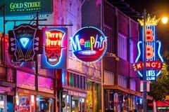 Sinais de néon na rua de Beale Imagem de Stock Royalty Free