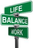 Sinais de rua da vida ou do equilíbrio do trabalho Imagem de Stock Royalty Free