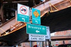 Sinais de rua New York de Brooklyn fotografia de stock royalty free