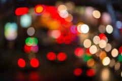Sinais Defocused da noite na cidade grande Sumário Fotos de Stock Royalty Free