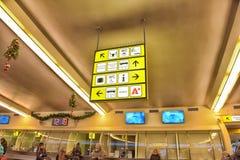 Sinais do alerta na estação de ônibus Imagens de Stock