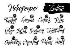 Sinais do zodíaco da caligrafia ajustados Entregue símbolos tirados da astrologia do horóscopo, projeto da textura do grunge da r Foto de Stock