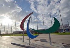 Sinais olímpicos no parque de Sochi foto de stock royalty free
