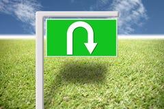 Sinais verdes com inversão de marcha das setas. Fotos de Stock