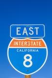 Sinal 8 de um estado a outro na estrada Imagens de Stock Royalty Free