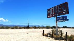 Sinal abandonado do motel Fotos de Stock Royalty Free