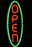 Sinal aberto do néon Imagens de Stock