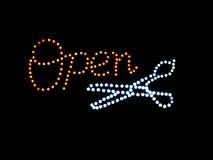 Sinal aberto do néon com tesouras Foto de Stock