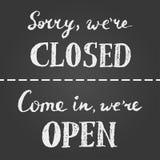 Sinal aberto e fechado do giz Imagem de Stock