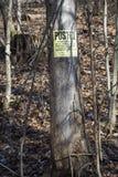 Sinal afixado na árvore foto de stock royalty free