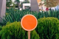 Sinal alaranjado redondo vazio foto de stock royalty free