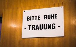 Sinal alemão do casamento no escritório de registro Fotografia de Stock