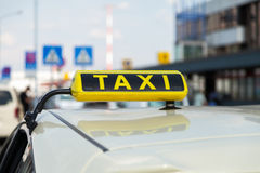 Sinal alemão do táxi no táxi Fotografia de Stock