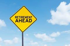 Sinal amarelo da estrada com texto da aposentadoria adiante fotos de stock royalty free