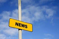 Sinal amarelo da notícia Imagens de Stock