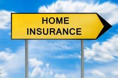 Sinal amarelo do seguro da casa do conceito da rua Imagem de Stock