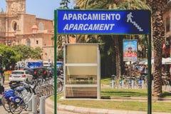 Sinal azul onde se escreve o estacionamento Imagem de Stock Royalty Free
