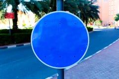 Sinal azul vazio da rua imagem de stock