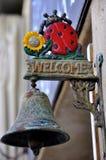 Sinal bem-vindo fora de um restaurante italiano fotos de stock