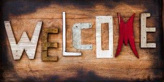 Sinal bem-vindo funky em placas de madeira rústicas Imagens de Stock Royalty Free