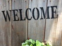 Sinal bem-vindo na parede de madeira Foto de Stock Royalty Free