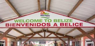 Sinal bem-vindo na parte dianteira da água na cidade de Belize Fotografia de Stock Royalty Free