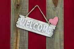 Sinal bem-vindo rústico com coração listrado Imagem de Stock