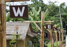 Sinal bem-vindo, telhas de madeira Fotografia de Stock