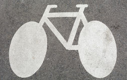 Sinal branco da bicicleta, no concreto foto de stock royalty free