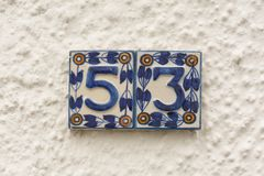 Sinal cerâmico do número da casa 53 Imagens de Stock