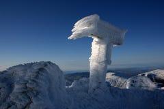 Sinal coberto com o gelo do rime Foto de Stock Royalty Free