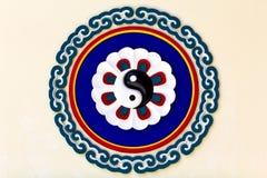 Sinal colorido de yin-yang imagem de stock